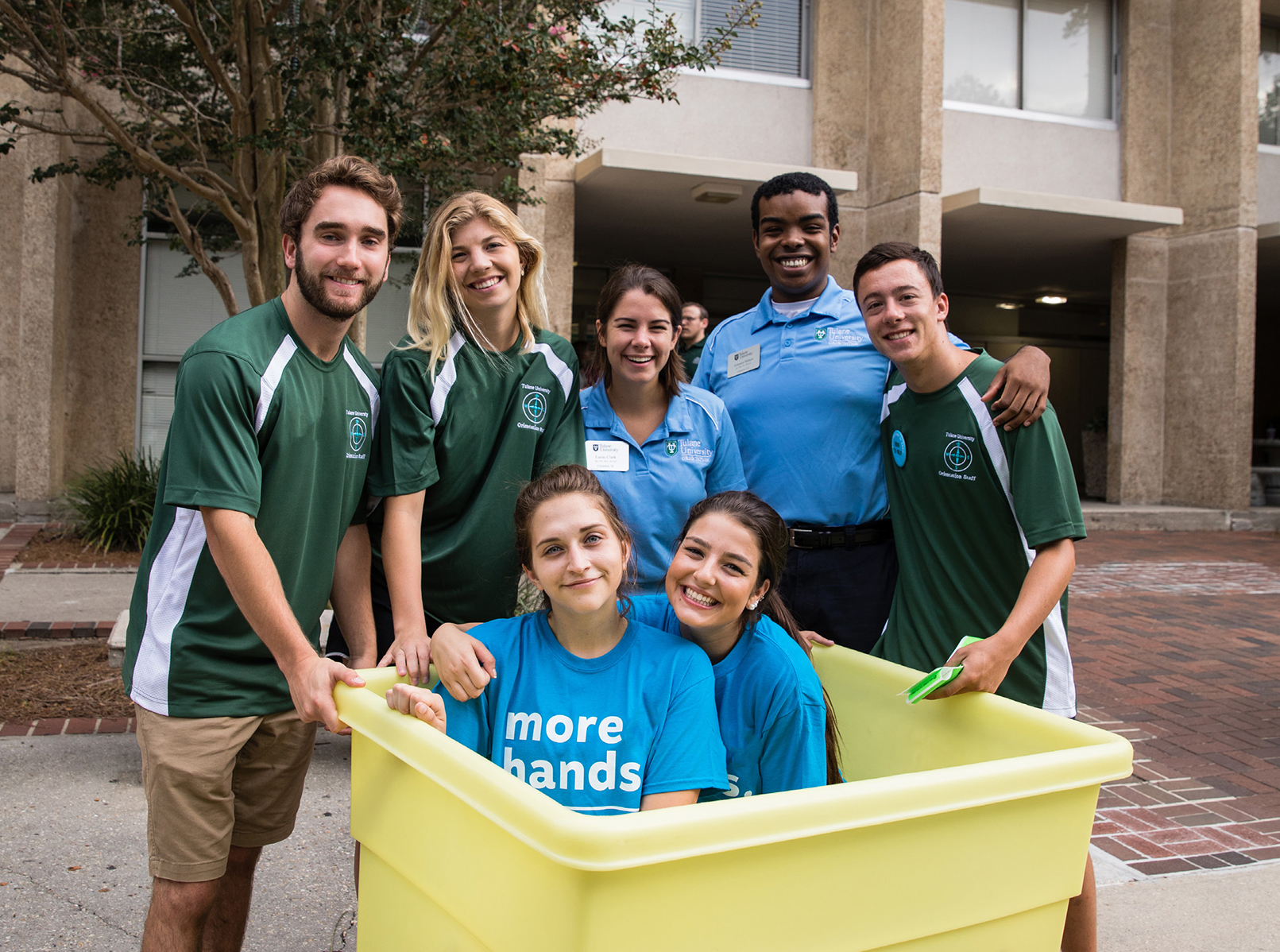 Resident Advisors smile toward the camera during Tulane Fall Move In